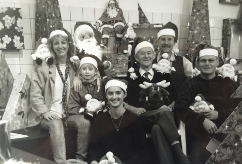 Uitnodiging kerstshow groepsfoto.JPG
